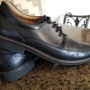 Mens Ecco Black Leather Shoes Lace- up Closure.